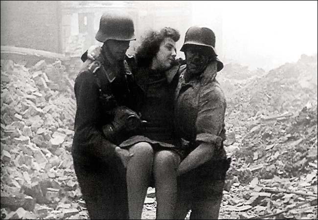Во время войны француженкам сбривали голову за интим с немецкими солдатами